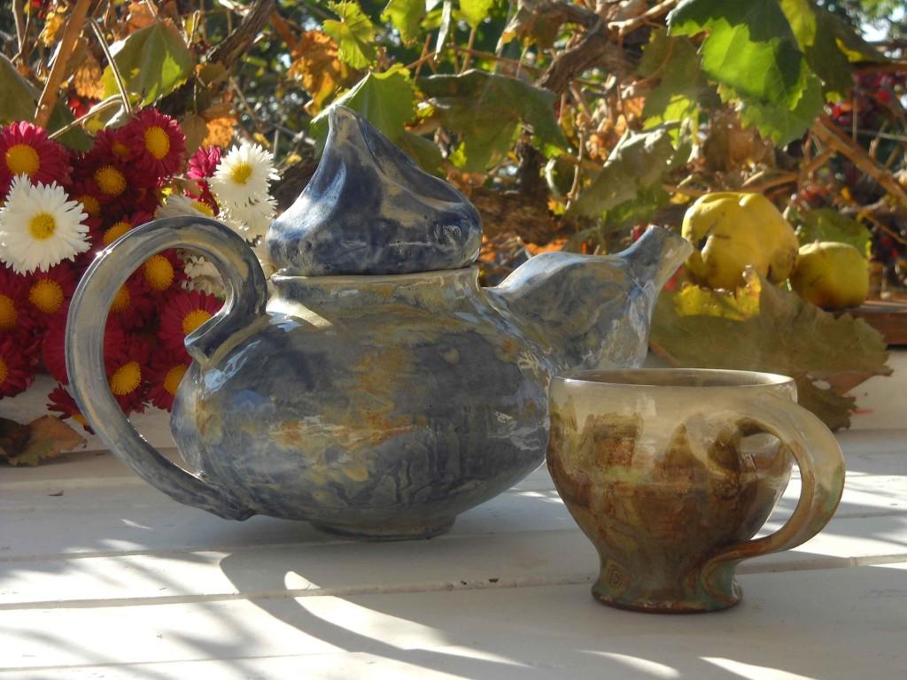 керамичен чайни и чаша fd